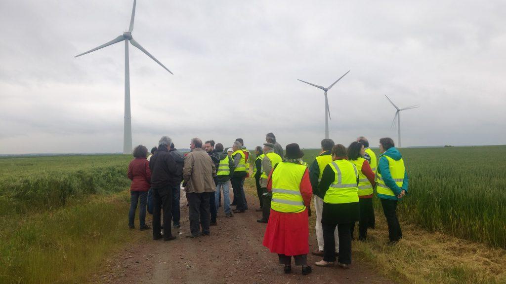 Antoigne au pied des eoliennes industrielles